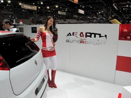Geneva 2009: Standul Abarth alb-rosu peste tot!6884