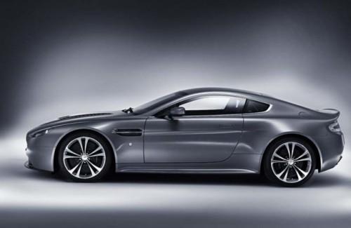 Aston isi prezinta cea mai recenta bestie!5040