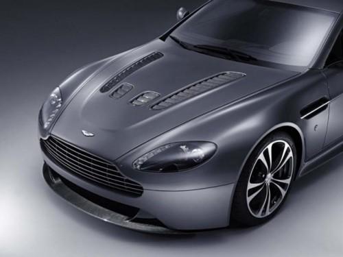Aston isi prezinta cea mai recenta bestie!5041