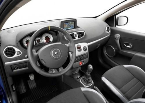 Clio accelereaza spre Geneva!4994