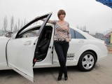 Vedete si masini: Sexy Impresara si Mercedesul Alb4951