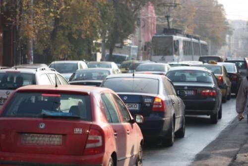 Instanta a respins contestatia privind legalitatea triplarii taxei auto4576