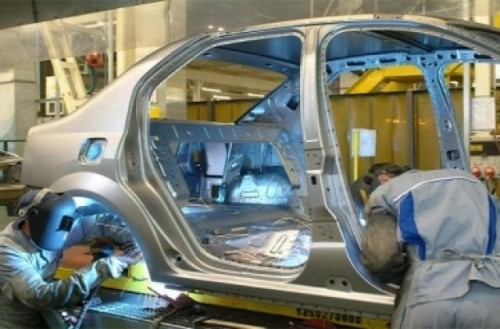 Productia nationala de autovehicule s-a prabusit cu 78,6% in decembrie, a urcat cu 1,5% in 20084394