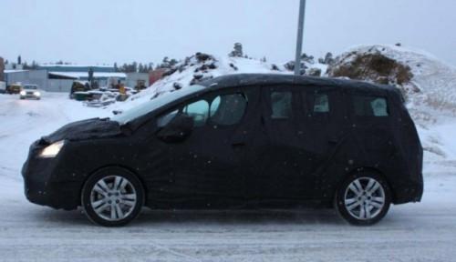 Primele imagini cu Peugeot 3008 SW4379