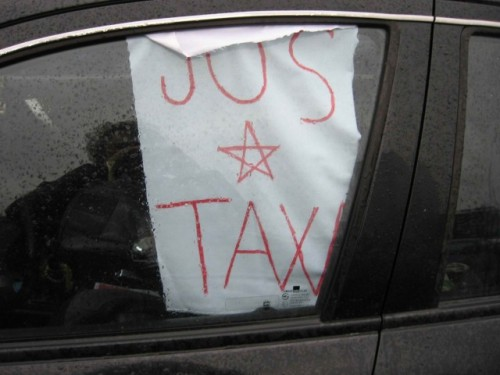 Taxa auto: sute de oameni in strada in Capitala3619