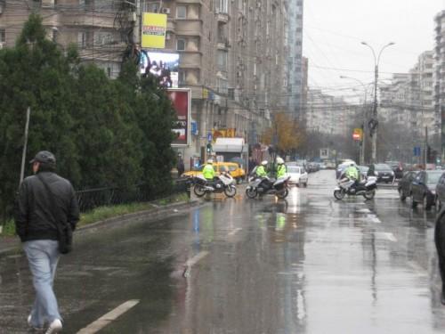 Taxa auto: sute de oameni in strada in Capitala3626