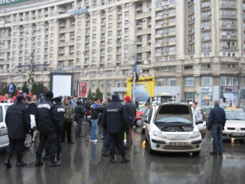 Taxa auto: sute de oameni in strada in Capitala3634