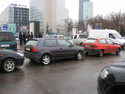 Taxa auto: sute de oameni in strada in Capitala3662