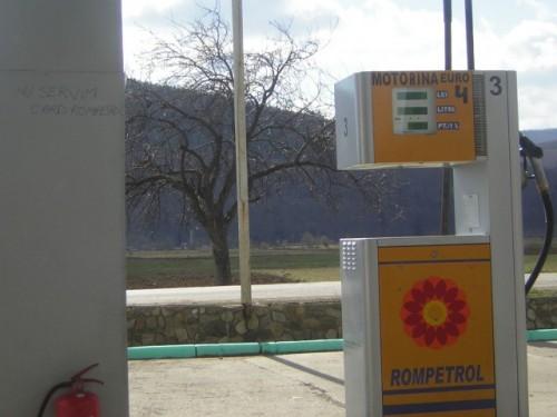 Rompetrol ieftineste marti benzina cu 12 bani pe litru, iar motorina cu 6 bani3498