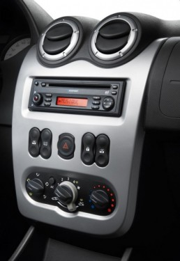 Dacia a prezentat la Paris versiunea restilizata a break-ului Logan MCV2060