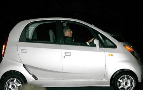 Tata a prezentat modelul Nano, cea mai ieftina masina din lume329