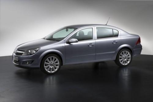 Astra Sedan cu patru usi elegant si spatios pentru pietele in ascensiune117