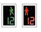 Semafor pentru pietoni combinat cu dispozitiv de cronometrare a culorii aferente