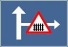 Presemnalizarea unui loc periculos sau o restrictie pe un drum lateral