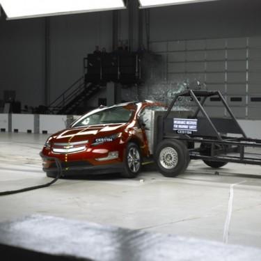 Chevrolet Volt si Nissan Leaf sunt cele mai sigure vehicule electrice, potrivit IIHS.45987