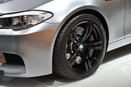Prima fotografie cu interiorul noului BMW M545915