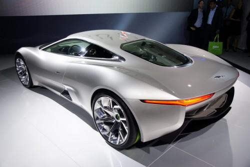 Tata Motors investeste in Jaguar