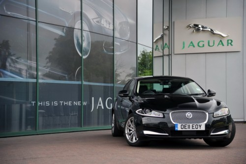 Tata Motors investeste in Jaguar