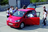 16 persoane in VW Up!