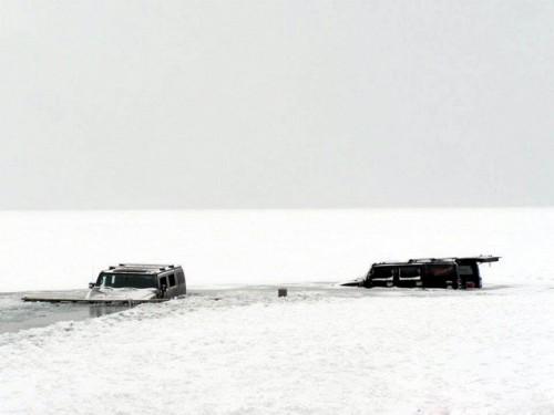 Cu Hummer-ul in lac
