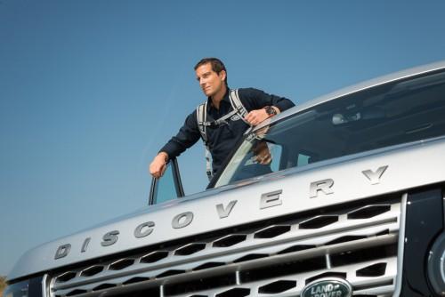 Bear Grylls devine ambasador global Land Rover