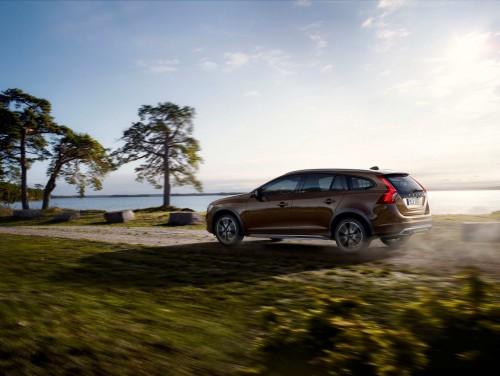 Volvo dezvăluie noul V60 Cross Country
