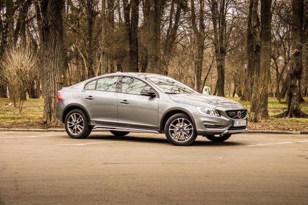Cei de la Volvo au decis la începutul anului 2015 că trebuie să creeze o nouă nișă în lumea automobilelor, aceea a sedanurilor crossover
