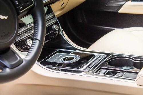 Jaguar XE 2.0 t AT8