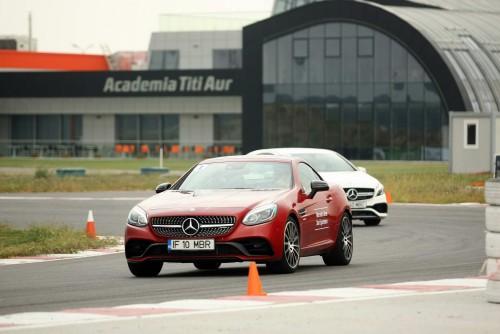 EVENIMENT: Cu modelele Mercedes-Benz pe circuit