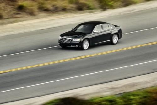 GALERIE FOTO: Noi imagini cu modelul Chrysler 300!38193