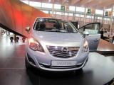 PARIS LIVE: Standul Opel33476