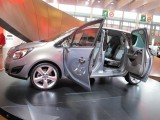 PARIS LIVE: Standul Opel33481