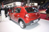 PARIS LIVE: Standul Dacia, intre Mercedes si BMW31552