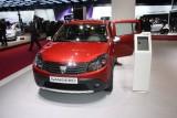 PARIS LIVE: Standul Dacia, intre Mercedes si BMW31558