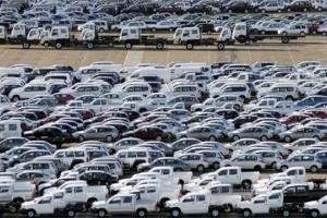 Declinul vanzarilor de vehicule a redus afacerile din comert cu 22%