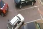 VIDEO: Nu furati locul de parcare unei femei!