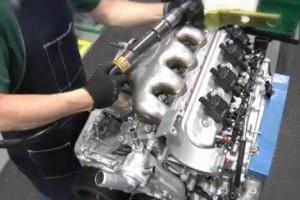 VIDEO: Clientii de Corvette isi pot monta singuri motorul