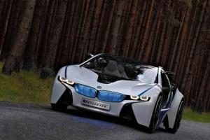 Supercarul BMW EfficientDynamics intra in linie dreapta