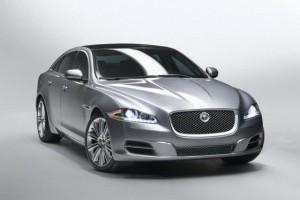 Jaguar este tinut pe loc de Ford