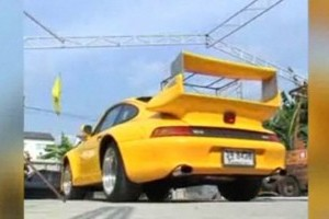 VIDEO: Porsche si Ferrari pentru doar 12.000 de dolari