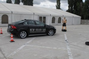 Test drive extrem cu Volvo S60 si accident cu happy end