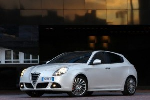 Alfa Romeo va lansa la Paris doua propulsoare noi