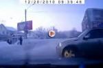 VIDEO: Un pieton cu reflexe excelente!