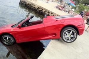 Ferrari 360 Spider invata sa inoate