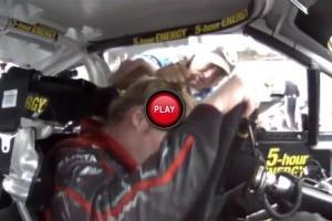 VIDEO: In NASCAR se poarta... trasul de par