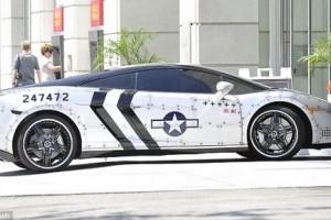 Chris Brown si-a pictat masina ca pe un Jet Fighter