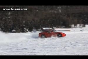 VIDEO: Ferrari California face drifturi pe zapada