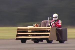 VIDEO: Pe canapea cu 163 km/h