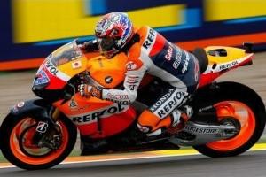 Stoner se impune la limita in cursa de la Valencia
