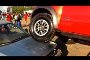 VIDEO: Un Ford distruge o Toyota